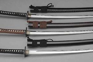 Bắt 'nữ quái' buôn ma túy, tàng trữ súng thể thao và kiếm Nhật