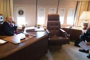Diễn viên hài giả dạng nghị sĩ gọi điện thoại với Tổng thống Trump trên chuyên cơ
