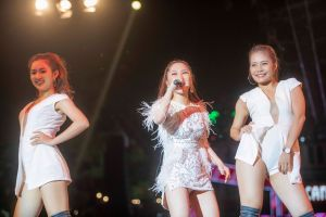 Hát hit Thu Phương, Hương Tràm khiến khán giả Hà Nội nghẹn ngào xúc động