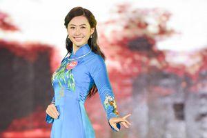 Người đẹp Hoa hậu VN phía Bắc duyên dáng trong phần thi áo dài