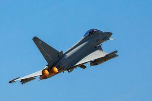 Máy bay ném bom của Nga bị thách thức ngay trên 'sân nhà'