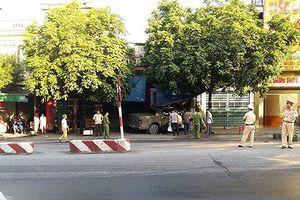 Kinh hoàng lái ôtô cán qua người nam thanh niên khiến nạn nhân tử vong