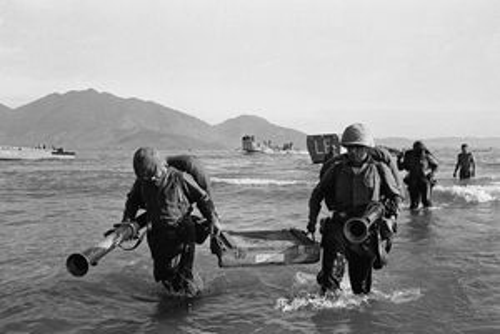 Ảnh mới công bố về những lính Mỹ đầu tiên đổ bộ vào VN