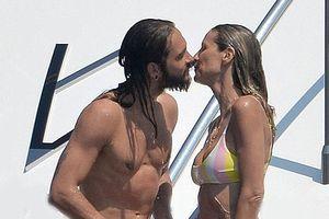 Siêu mẫu Heidi Klum và người tình kém 17 tuổi ôm hôn nồng nàn