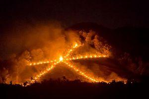 Kỳ thú lễ dâng lửa mùa Vu Lan độc đáo nhất phương Đông