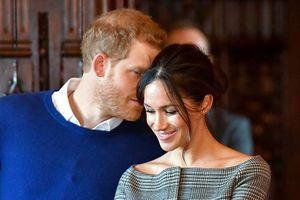 Tan chảy với khoảnh khắc nồng nàn của Hoàng tử Harry và Meghan Markle