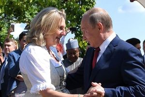 Phản ứng của Tổng thống Putin về video khiêu vũ tại đám cưới Ngoại trưởng Áo