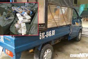 Bị cảnh sát kiểm tra, tài xế vứt xe tải chứa gần 12.000 bao thuốc lá lậu bỏ chạy thoát thân