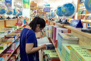 Phụ huynh chi 1.000 tỷ đồng mỗi năm mua sách giáo khoa… dùng một lần
