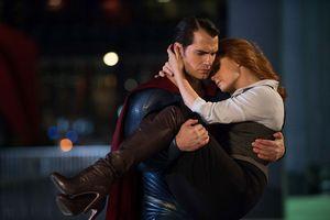 Henry Cavill đăng clip khó hiểu, úp mở bỏ vai Superman