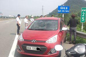 Ôtô đi ngược nhiều trên cao tốc bị bắt còn bỏ chạy