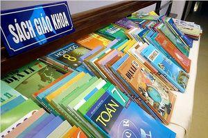 'Soi' giá sách giáo khoa NXB Giáo dục đang bán