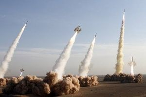 Iran tuyên bố sở hữu tên lửa chính xác tuyệt đối có khả năng đe dọa cường quốc 'kiêu ngạo'