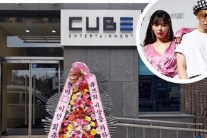 Rời công ty, HyunA và bạn trai bị antifan gửi vòng hoa chế giễu