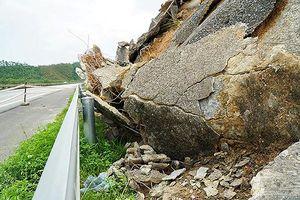 Cận cảnh sạt lở nghiêm trọng trên cao tốc Nội Bài - Lào Cai