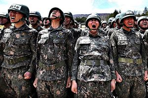 Giới trẻ Hàn Quốc bày cho nhau cách để trốn nghĩa vụ quân sự
