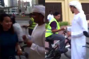 Đại gia phát 1.000 USD cho mọi người, ở Dubai kiếm tiền mua iPhone XS nào khó!