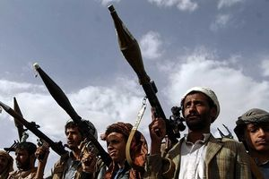 Phiến quân Houthi phóng tên lửa vào căn cứ của Saudi Arabia