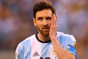 'Lionel Messi tng khóc thm thit nh a tr òi m'