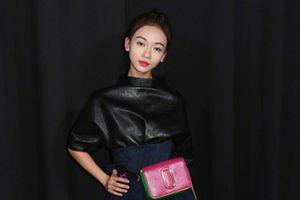 Ngô Cn Ngôn thiu khí cht trên thm  New York Fashion Week