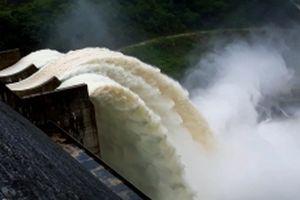 Xả lũ hồ thủy điện lớn nhất Bắc Trung Bộ để 'đón' bão Mangkhut