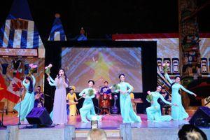 Tuần văn hóa Việt Nam tại Canada