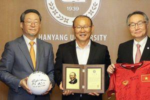 HLV Park Hang-seo được vinh danh khi trở về trường cũ