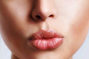 Cách đơn giản biến môi thâm thành sắc hồng quyến rũ