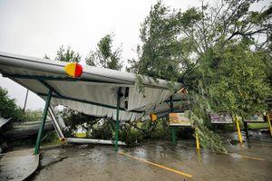 Cận cảnh sức tàn phá khủng khiếp của bão Florence đổ bộ vào Mỹ