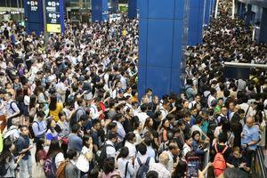 Choáng với 'biển người' tại Hong Kong sau siêu bão Mangkhut