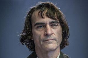 Tạo hình đầu tiên của Joaquin Phoenix trong vai Joker được khen ngợi
