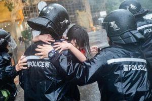 Sốc với sức tàn phá kinh hoàng của Mangkhut ở Hong Kong, Phillipines
