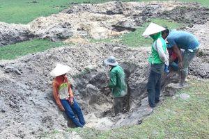 Đổ xô khai thác đá đen ở Phú Yên
