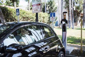 Hàng triệu trạm sạc xe điện có mặt ở Mỹ, châu Âu vào năm 2025