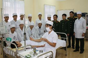 Kết hợp quân dân y trong phòng, chống dịch bệnh, khám bệnh, chữa bệnh và thực hiện các chương trình y tế