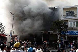 Lại hỏa hoạn trên đường Đê La Thành: Nguy cơ cháy lớn luôn rình rập