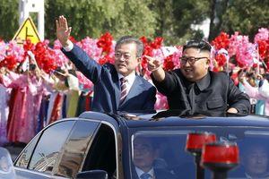 Hàng nghìn người Bình Nhưỡng vẫy cờ hoa chào đón TT Hàn