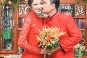 Chồng doanh nhân hôn Hoa hậu Đặng Thu Thảo trong đám hỏi ở Cần Thơ