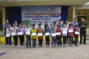 Hỗ trợ học sinh bị ảnh hưởng mưa lũ ở Thanh Hóa