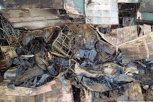 Toàn cảnh hiện trường vụ cháy lớn tại Đê La Thành nhìn từ trên cao