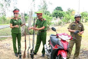 Công an huyện Sông Hinh tiếp nhận 500 khẩu súng do người dân giao nộp