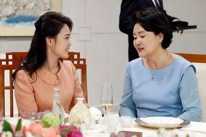 nht Phu nhân Hàn làm gì  Bình Nhng dp thng nh?