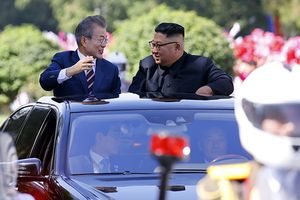 Ấn tượng hình ảnh ông Kim Jong-un và Moon Jae-in trên xe limousine mui trần