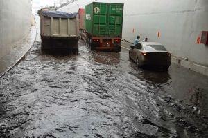 Hầm chui Mỹ Thủy ngập nặng sau mưa lớn