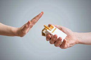 Nên bỏ thuốc lá ngay hay giảm dần từng điếu một?