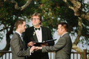 Đám cưới đẹp như mơ của cặp đôi đồng tính nam siêu điển trai