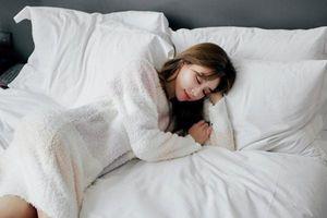 Đến bệnh viện khám ngay nếu thường xuyên gặp phải tình trạng đổ mồ hôi đêm khi ngủ
