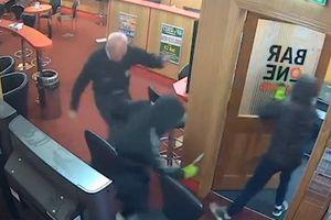 Cụ ông 85 tuổi tay không đánh đuổi nhóm cướp có vũ trang