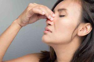 Phải làm gì khi mụn nhọt nổi bên trong lỗ mũi?