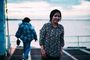 Nghệ sĩ Ngân Quỳnh lam lũ mưu sinh trên bến phà
